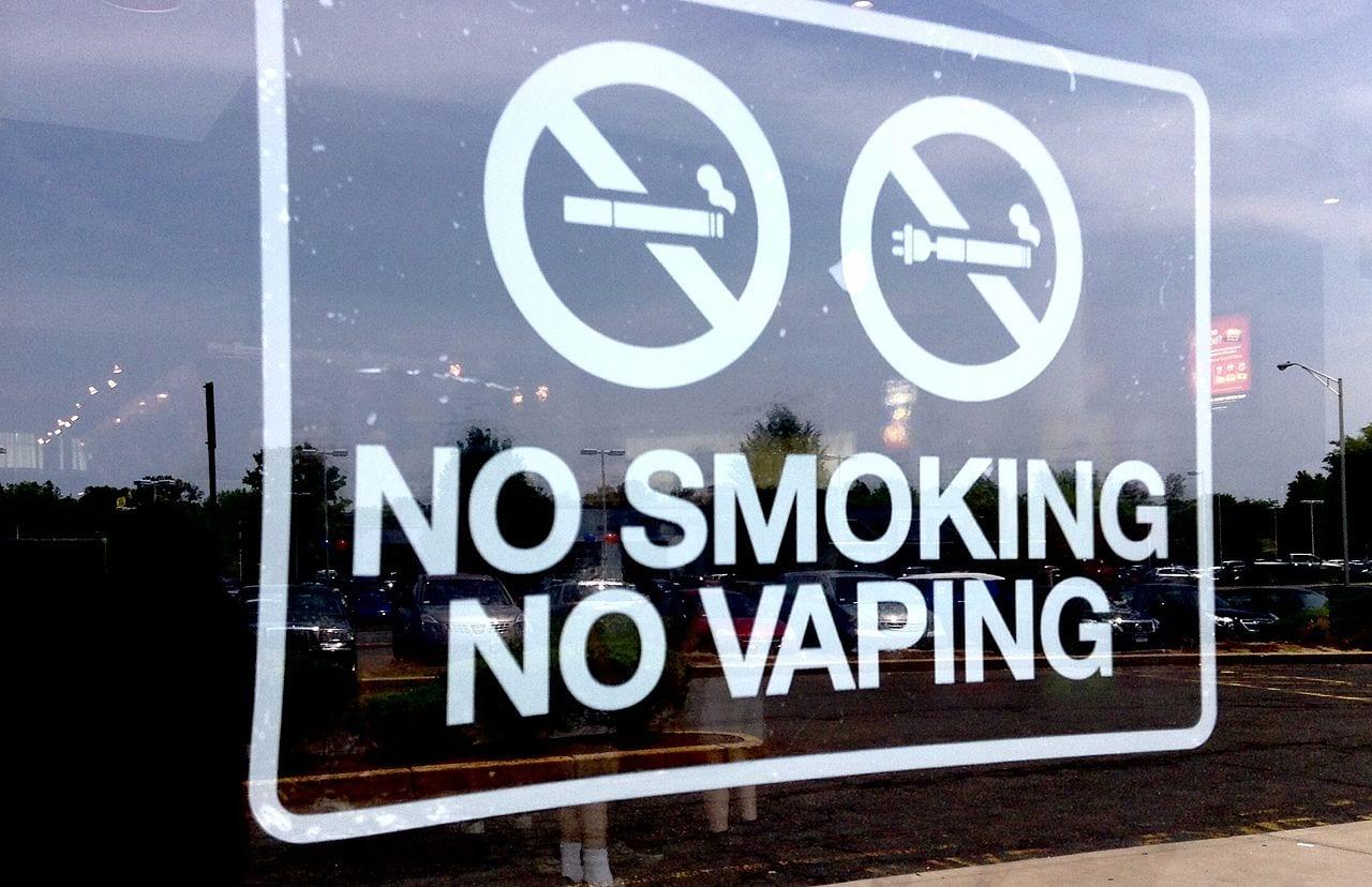 no smoking no vaping sign - ban advertising vapes Health Canada