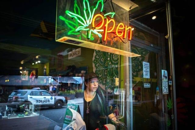 Abi Roach honoured as a hero by Cannabis Amnesty for 4/20