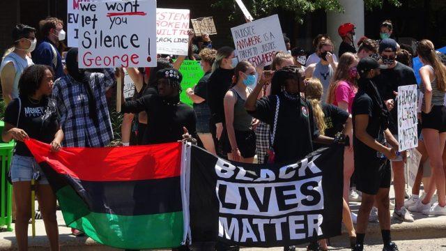 https://mk0muggleheadfl9s2sr.kinstacdn.com/wp-content/uploads/2020/06/George-Floyd-protest-by-Guettarda-e1591419909438-640x360.jpg
