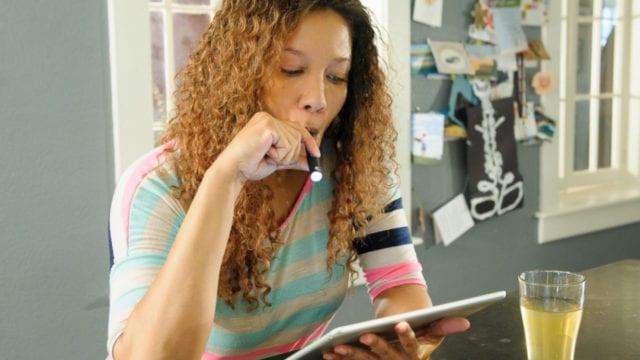 https://mk0muggleheadfl9s2sr.kinstacdn.com/wp-content/uploads/2020/08/female-vaping-marijuana-reading-tablet_58021-640x360.jpg