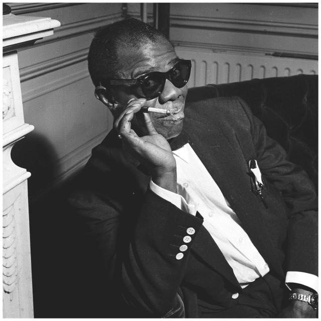 Louis Armstrong smoking - Mugglehead