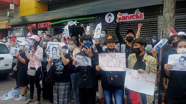 https://mk0muggleheadfl9s2sr.kinstacdn.com/wp-content/uploads/2021/02/Cannabis-advocates-at-the-forefront-of-Myanmar-democracy-protests-cannabis-hat--640x360.jpg