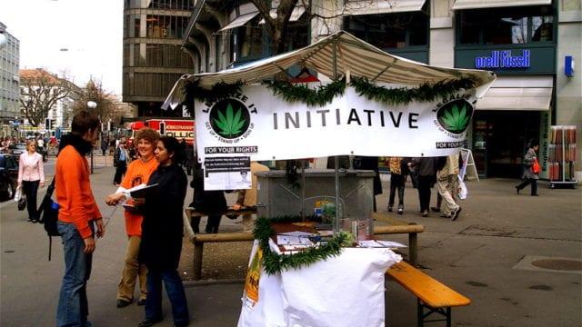 https://mk0muggleheadfl9s2sr.kinstacdn.com/wp-content/uploads/2021/03/Switzerland-allows-doctors-to-directly-prescribe-medical-cannabis-Legalize-it-Zurich-640x360.jpg