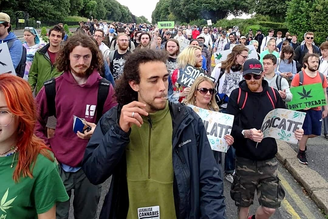 Over 1,000 people march for cannabis reform in Ireland - major smoke up (1)